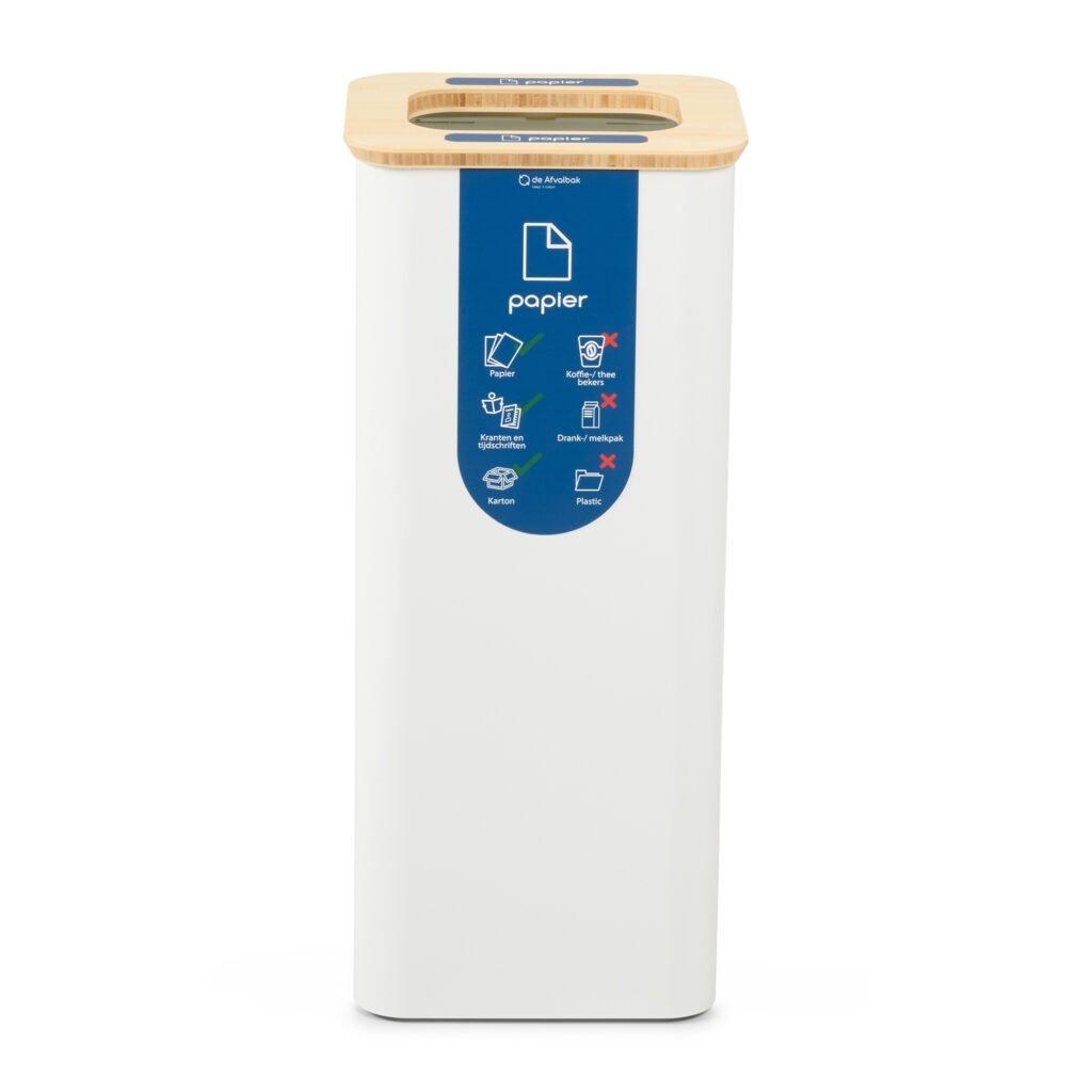 witte afvalbak met sticker